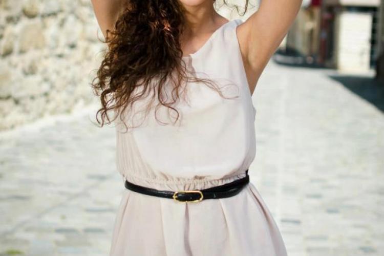 O studentă clujeancă reprezintă România la Miss Asia Pacific 2014. Vezi cum arată FOTO