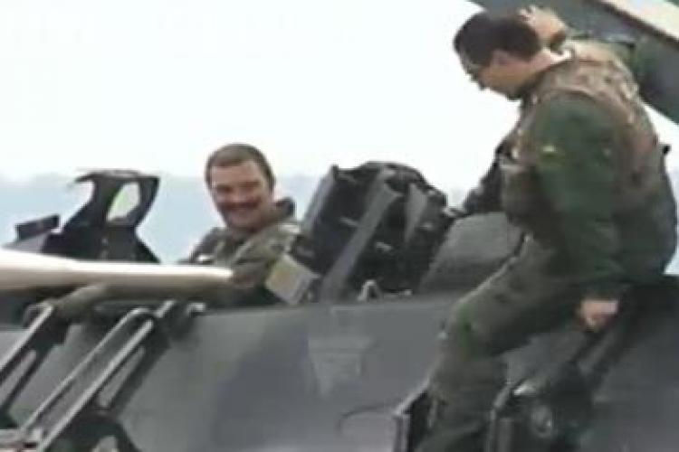 Ponta zboară la Câmpia Turzii cu un F-16 american