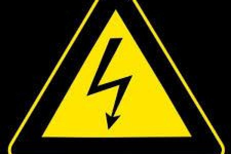Un elev de 16 ani s-a electrocutat la gara CFR din Turda. Are arsuri pe 80% din corp