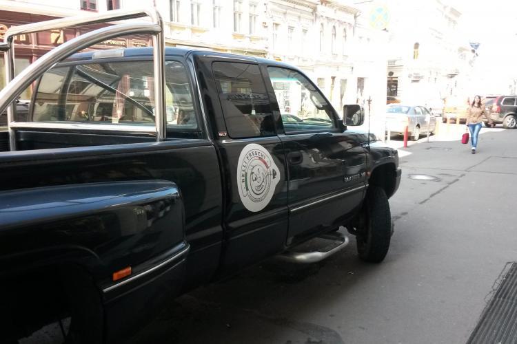 Alo, Poliția Locală Cluj? Tancurile au parcat pe Regele Ferdinand! - FOTO