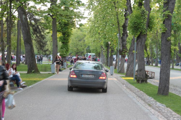 "Cu Mercedesul prin Parcul Central: ""No comment!"" - FOTO"