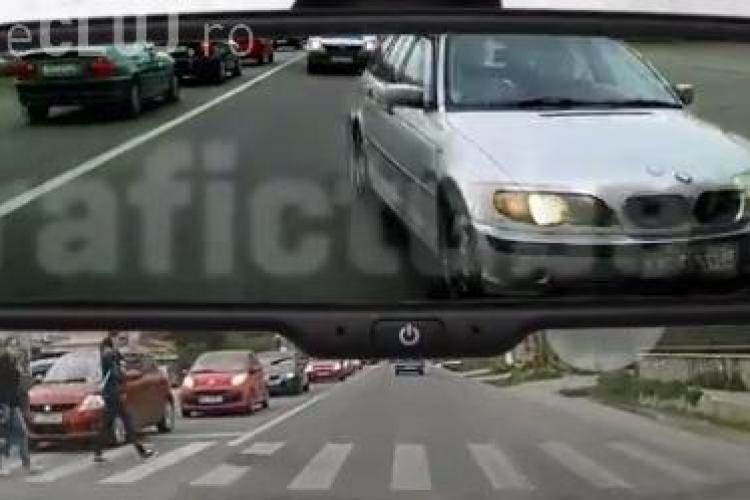 Cum circulă nebunii prin Cluj! Șoferul unui BMW la un pas să omoare pietonii pe trecere - VIDEO