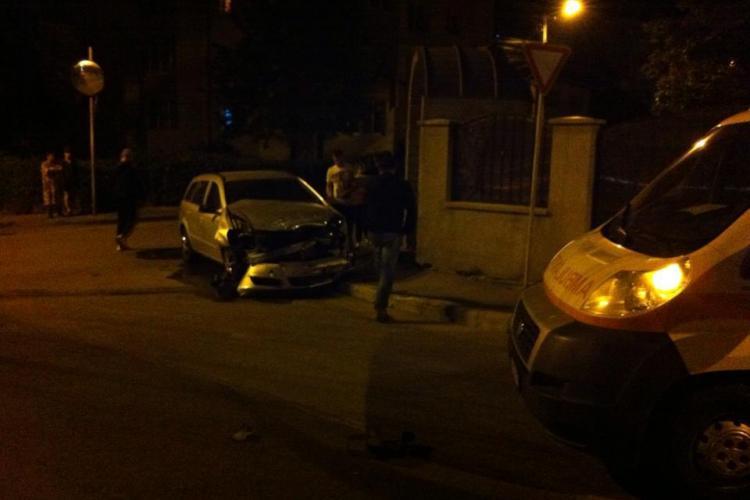 Accident rutier în Mărăști! Șoferul unei ambulanțe a cauzat pagube de 10.000 de lei - FOTO