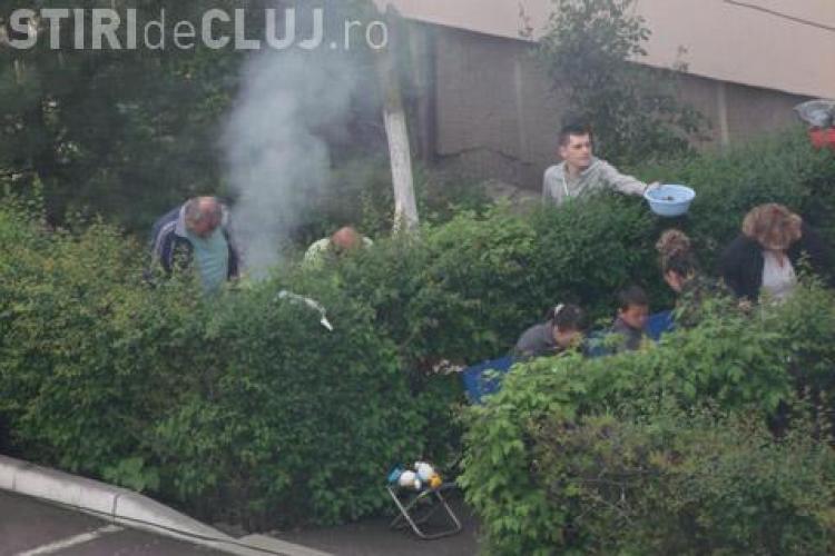 Turdenii au făcut picnic în fața blocului, de 1 Mai - VIDEO
