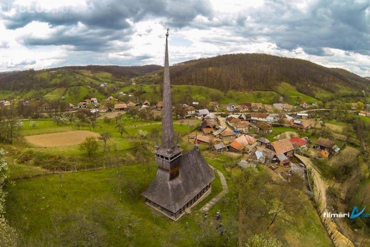 Imagini AERIENE superbe cu Biserica de lemn - Fildu de Sus, de lângă Huedin - VIDEO