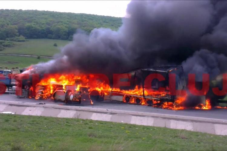 Accident pe centură Apahida - Imagini cu cele două TIR -uri în flăcări - VIDEO ȘOC