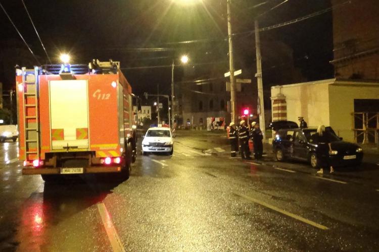 Accident în Piața Cipariu! O mașină de la Pizzeria Toskana a intrat într-un autoturism parcat - VIDEO