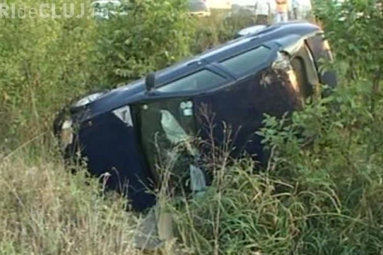 Accident cu o victimă la Cluj! Un șofer de 60 de ani s-a răsturnat cu mașina în șant