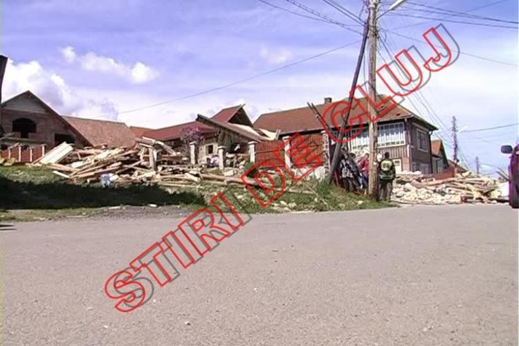 A explodat o casă la Izvorul Crișului! O persoană a murit UPDATE - FOTO și VIDEO