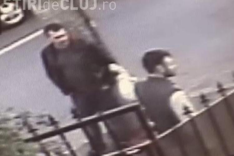 Alți hoți de câini filmați când furau un animal dintr-o curte din Cluj-Napoca - VIDEO