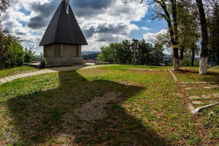FORTRESS HILL pe Cetățuie. Un artist german montează o instalație de sunet pe tot dealul