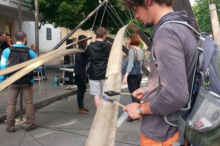 Scena Urbana: O orgă de lemn uriașă a fost montată pe strada Mihail Kogălniceanu - FOTO