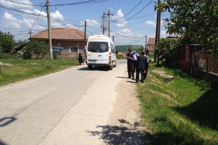 PDL susține că în Chinteni oamenii au fost duși cu microbuzul școlar la vot / PSD: Nu aveau secție la ei în sat - FOTO