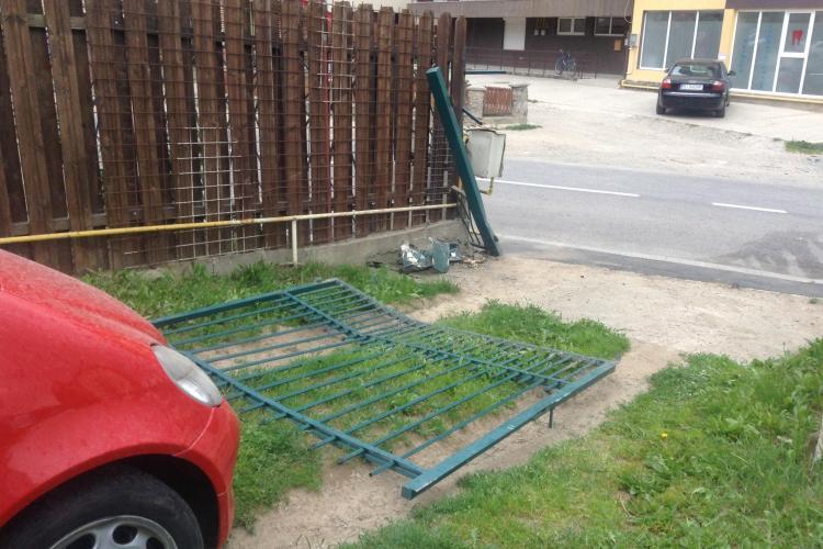 Caz ULUITOR în Florești! Un șofer a intrat în gardul unei case, iar poliția a PLASAT accidentul pe o altă stradă, la câțiva kilometri