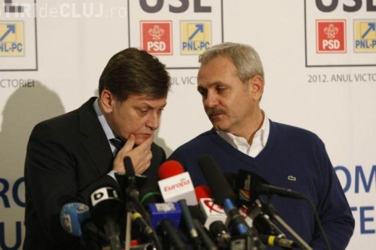 """Antonescu și Dragnea, la ceremonia pentru mandatele de europarlamentar: """"Ce faci, băi băiatule, cum te-am lăsat şi cum te găsesc?"""""""