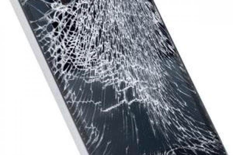 iPhone stricat, vândut cu peste 66.000 dolari. Vezi de ce valora atât de mult