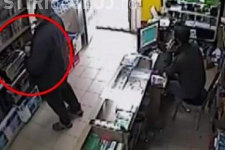 Cum se fură la Dej dintr-un magazin! Hoț filmat cu camerele de supraveghere - VIDEO