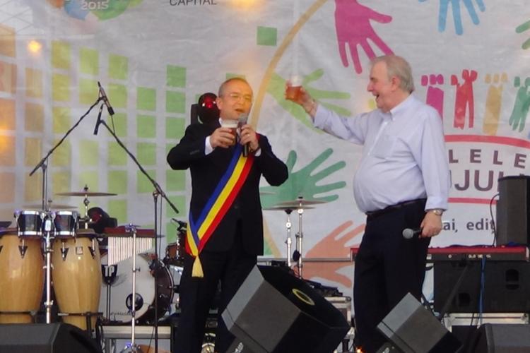 ZILELE CLUJULUI 2014 - Primarul Emil Boc a deschis evenimentul și a ciocnit o bere pe scenă - VIDEO