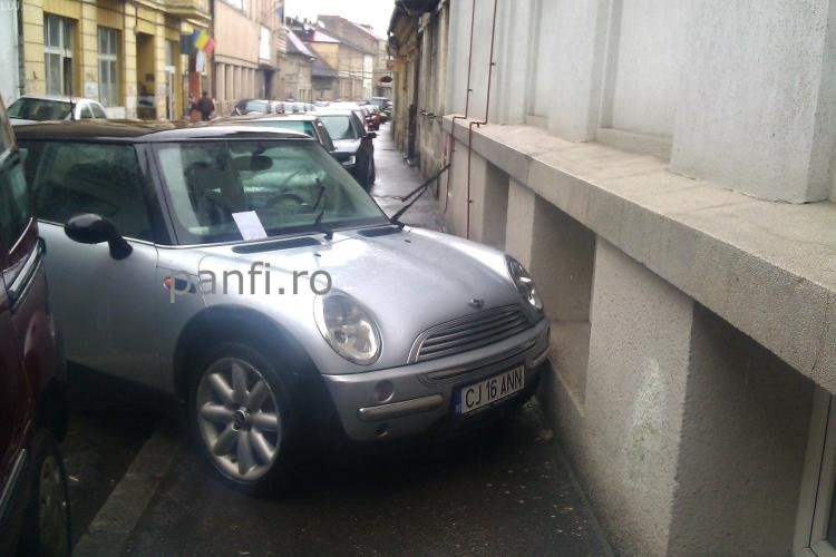 Parcare imposibilă la Cluj - FOTO