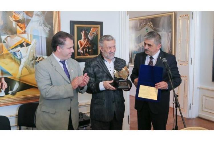Cel mai vândut pictor român contemporan a fost făcut Cetăţean de Onoare al Judeţului Cluj - FOTO