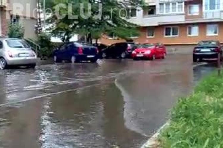 Strada Năsăud s-a transformat într-un lac, după ploaia torențială de vineri - VIDEO