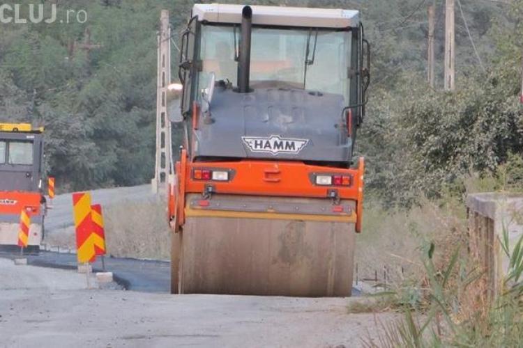 CJ Cluj a emis actul de reziliere a contractului cu Kiat, pentru modernizarea a 423 km de drumuri județene. Kiat spune ca nu si-a primit banii pe lucrari
