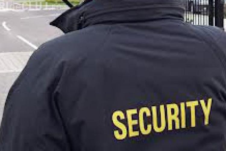 O elevă a fost agresată de agentul de pază la Liceul de Transporturi din Cluj. UPDATE: Eleva a fost sancționată