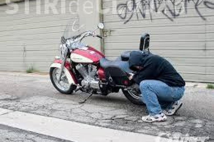 Clujean prins de polițiști în timp ce încerca să fure o motocicletă din Florești