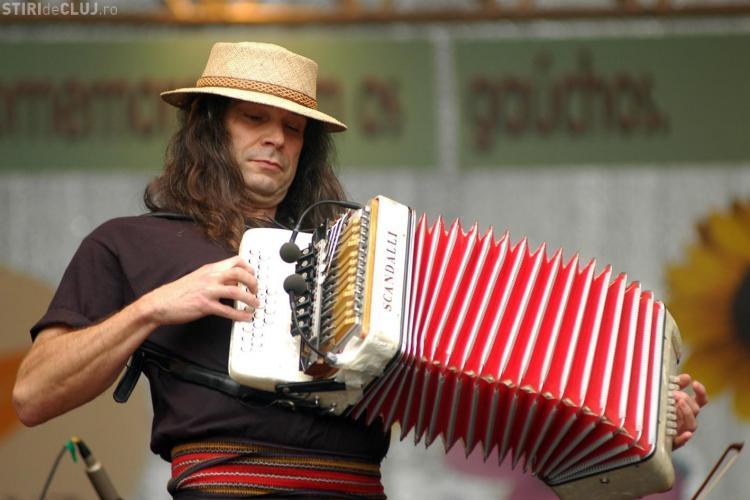 Renato Borghetti, magicianul acordeonului, vine sâmbătă la Cluj. Va fi la concureță cu Forza ZU, care e GRATIS