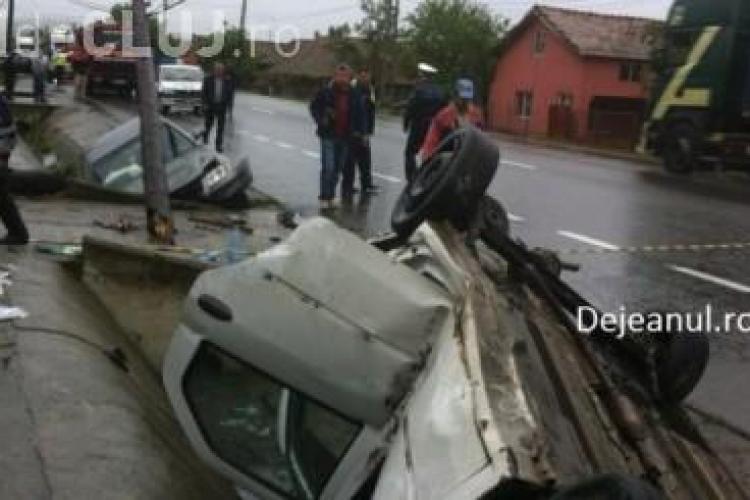 Accident la Fundătura! S-a răsturnat cu Loganul în șant. Un alt șofer a lovit un pod - VIDEO