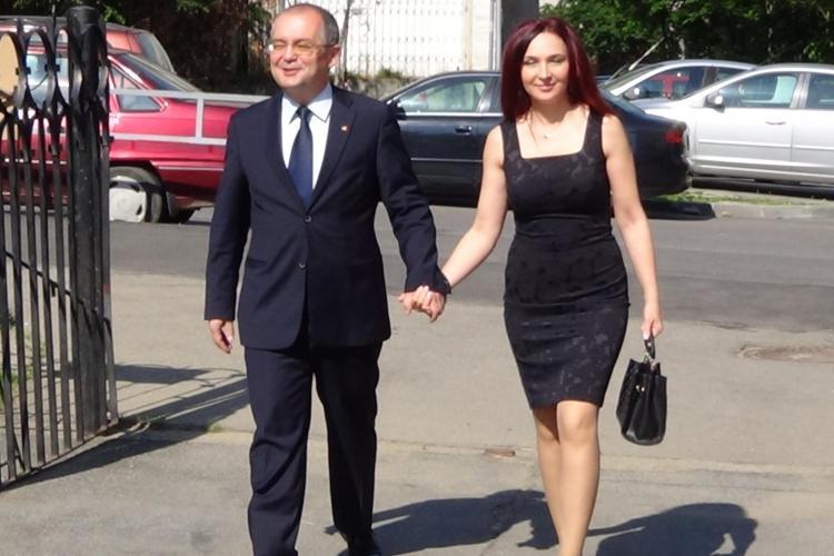 Emil Boc a votat alături de soția lui. A fost însoțit și de candidatul PDL, Daniel Buda - VIDEO