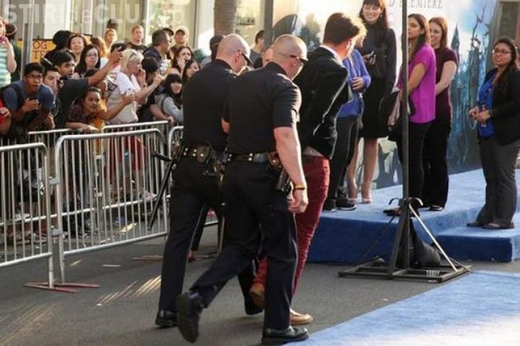 Brad Pitt lovit în față de un bărbat în timp ce dădea autografe - VIDEO