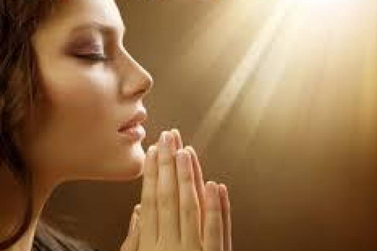 Un preot clujean a lansat prima aplicație de rugăciuni audio pentru smartphone-uri