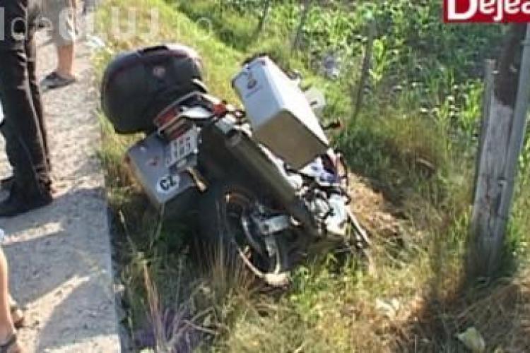 O șoferiță a accidentat grav un motociclist la ieșire din Dej. A intrat în depășire pe trecerea de pietoni VIDEO