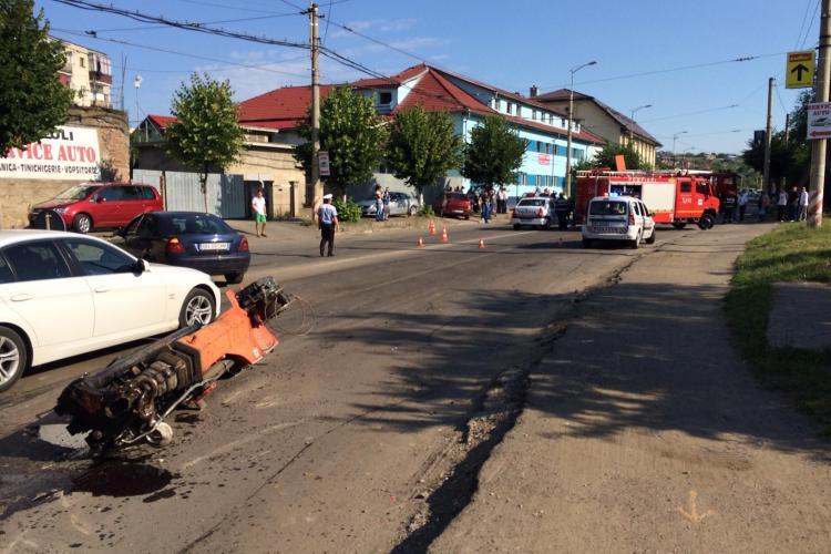 Martor la accidentul de pe strada Oașului: Mergea cu macaraua ridicată - FOTO CITITOR