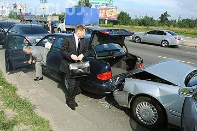 Accident în lanț în cartierul Grigorescu. Au fost cauzate pagube URIAȘE