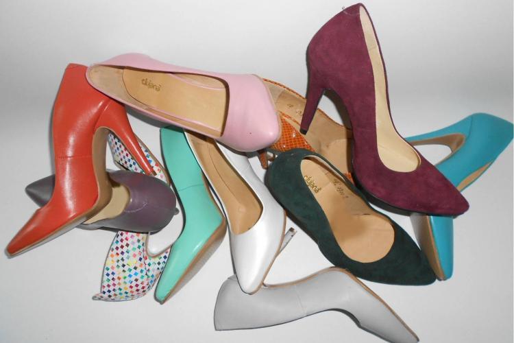 Clujeana lansează ghete flexible și pantofi stiletto sub brand propriu - FOTO