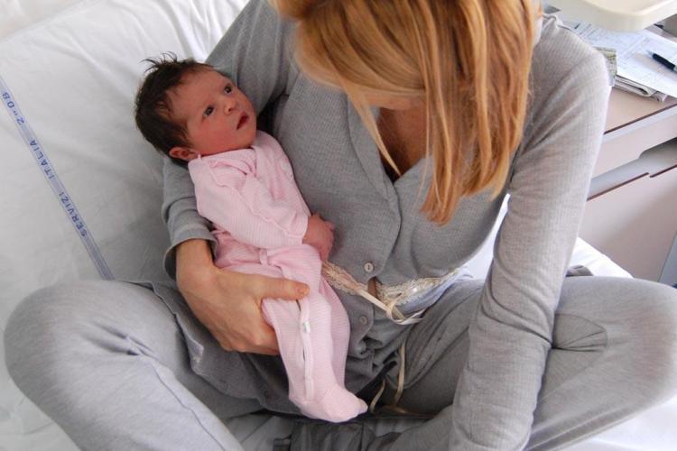 Record negativ al natalității în România. Mai puțin de 180.000 copii născuți în 2013