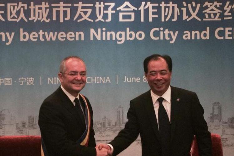 Emil Boc a plecat în China. Care e scopul vizitei? - FOTO