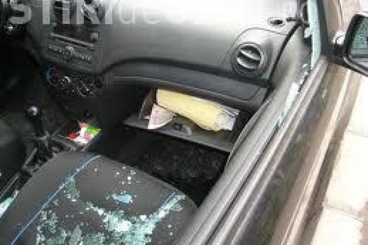 Tânăr prins în flagrant la Cluj în timp ce spărgea o mașină