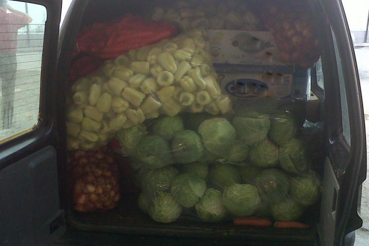 Polițiștii clujeni au confiscat peste o tonă de fructe și legume într-o singură zi
