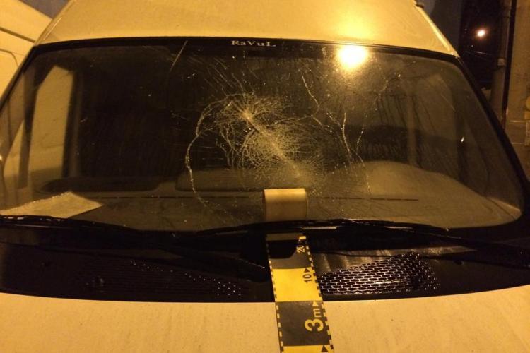Un afacerist clujean, acuzat ca sparge parbrizele de la mașinile concurenței. Cel acuzat spune că era acasă cu familia