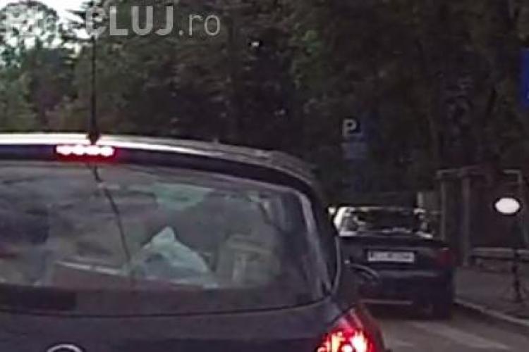 Pițipoanca PERFECTĂ! A ținut traficul în loc pe strada Pavlov pentru a-și face o poză de Facebook - VIDEO