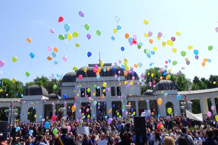Marșul Curățeniei la Cluj! Elevii ecologiști au fost premiați de Emil Boc- VIDEO