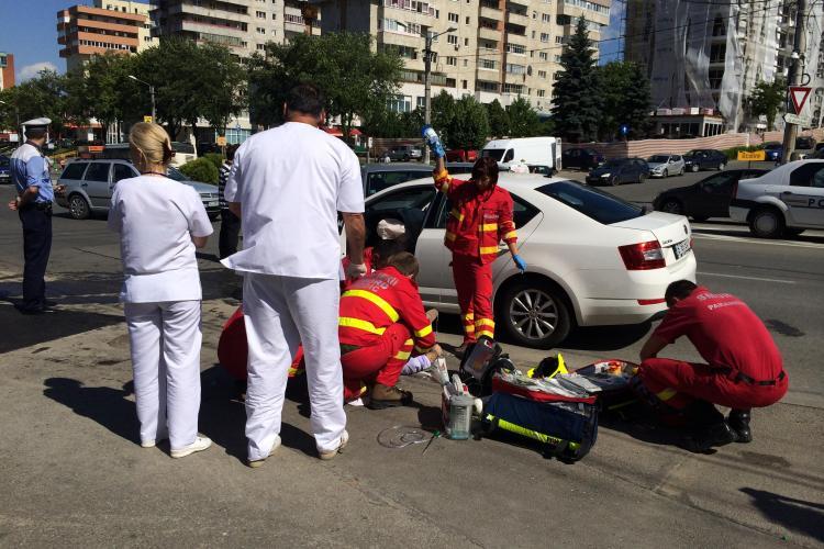 Accident la sensul giratoriu din Zorilor, lângă Spitalul de Recuperare. Unul dintre șoferi a murit - VIDEO și FOTO