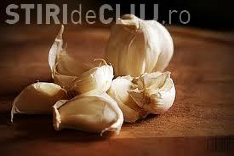Care sunt alimentele care te scapă de mirosul de usturoi? Vezi ce spun cercetătorii