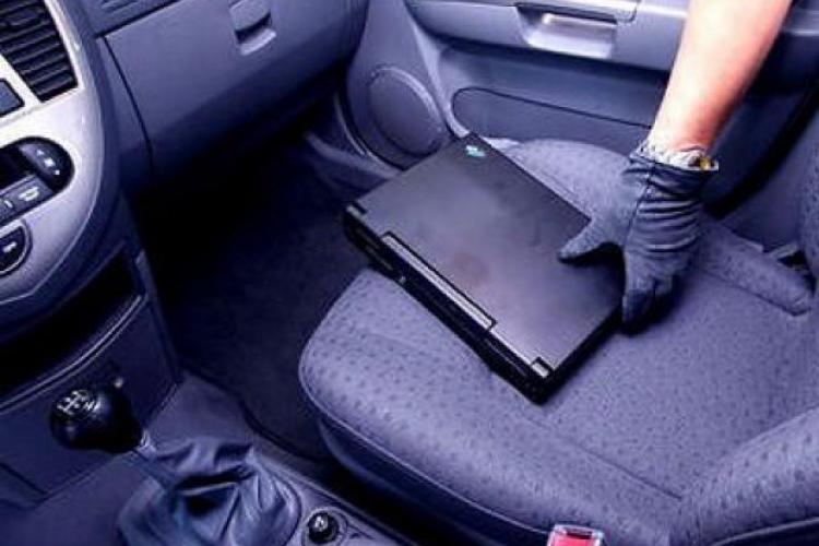 Hoț maghiar, prins la Cluj după ce a furat dintr-o mașină. S-a ascuns de polițiști în alt autoturism