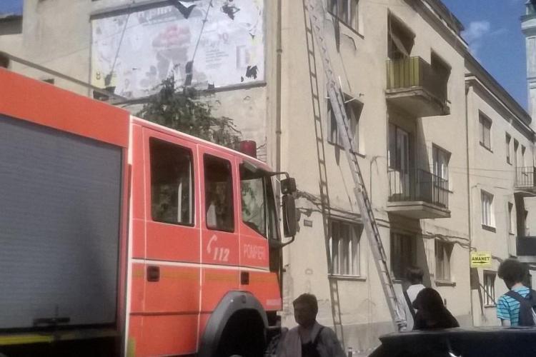 Clădirile din centrul orașului, un pericol pentru cetățeni? Se desprind cărămizile FOTO