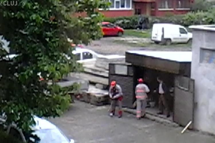 Muncitorii de la E.ON Gaz Cluj vopsesc garajul directorului: Au fost filmați în plin avânt muncitoresc - VIDEO
