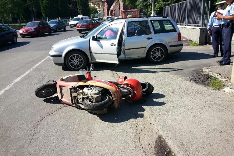 Accident în Grigorescu, în fața complexului Fortuna! Un scuter s-a răsturnat - FOTO